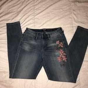 NWOT Nine West Floral Embroidered Jeans